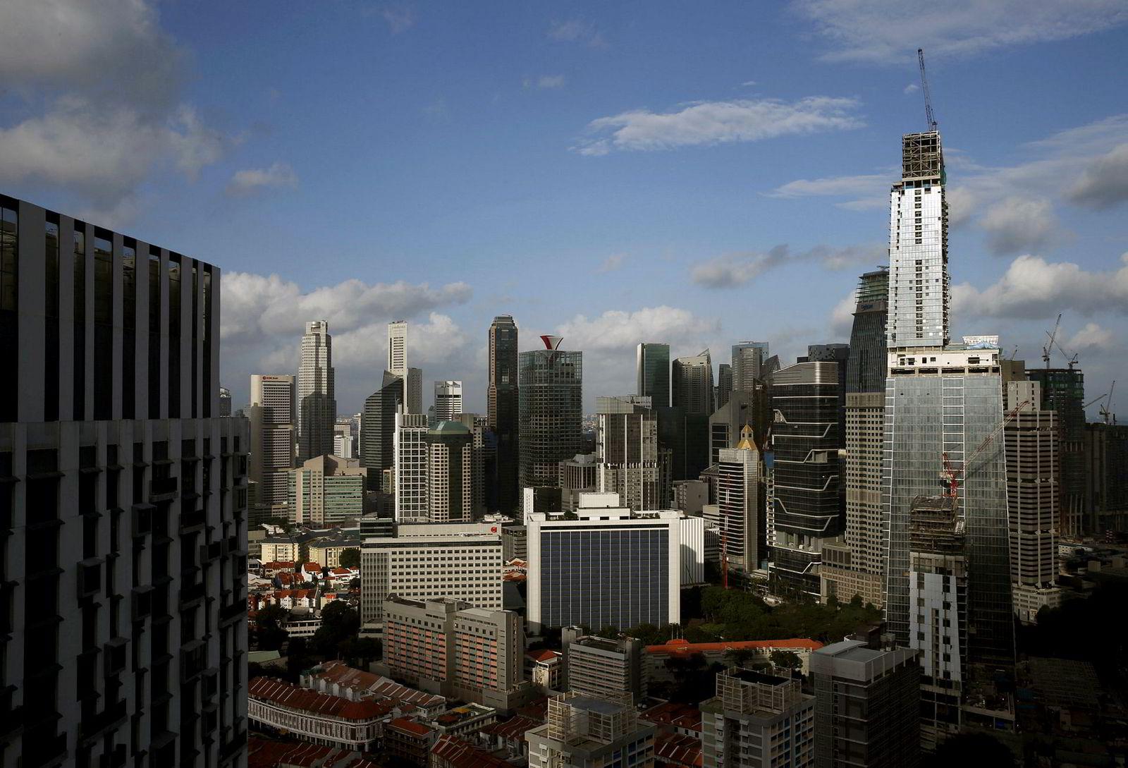 Byggingen av Wallich Residence og Tanjon Pagar Centre (til høyre) strekker seg mot himmelen i Singapores forretningsdistrikt.