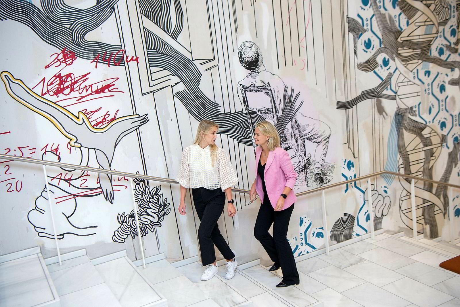 Ingjerd Blekeli Spiten (til høyre) og Camilla Berggren sier at god kjemi er svært viktig for at en mentorordning skal bli vellykket.