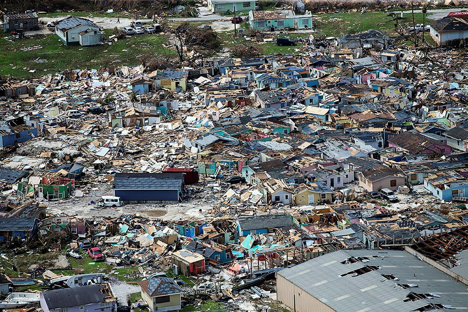 Bygninger knust til pinneved av orkanen Dorian i Marsh Harbour på Great Abaco på Bahamas.