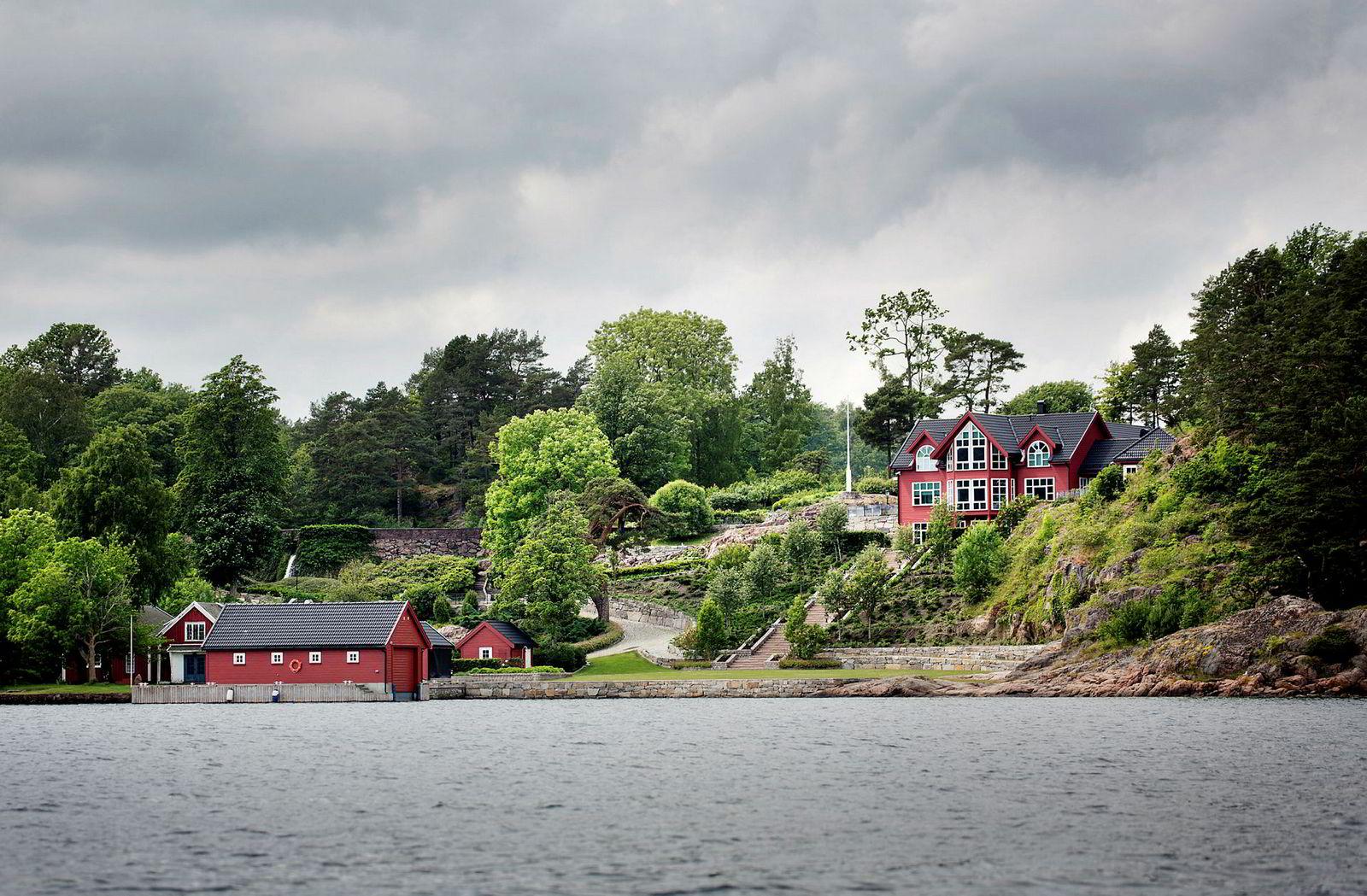 I Vikkilen i Grimstad både bor og jobber Einar Aas. Huset kjøpte han i 2004, og i årene som fulgte kjøpte han opp flere naboeiendommer.