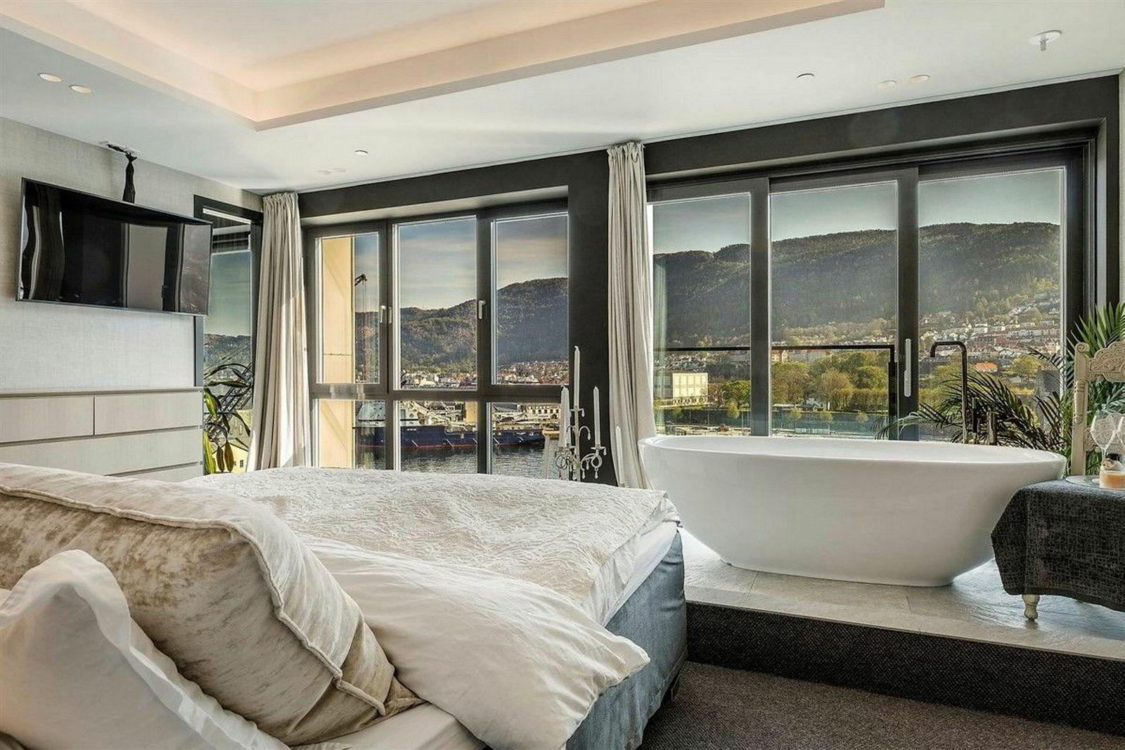 Hvis den 338 kvadratmeter store leiligheten på Nordnes Brygge i Bergen blir solgt til prisantydning på 37 millioner kroner, kan den sette ny rekord i Bergen for leiligheter.