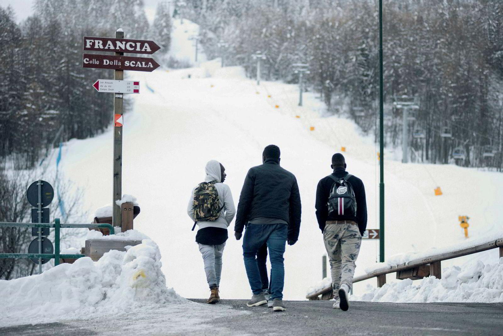 Disse tre innvandrerne gikk i januar gjennom fjellpasset Colle della Scala hvor de senere skulle forsøke å krysse grensen over fra Italia til Frankrike.