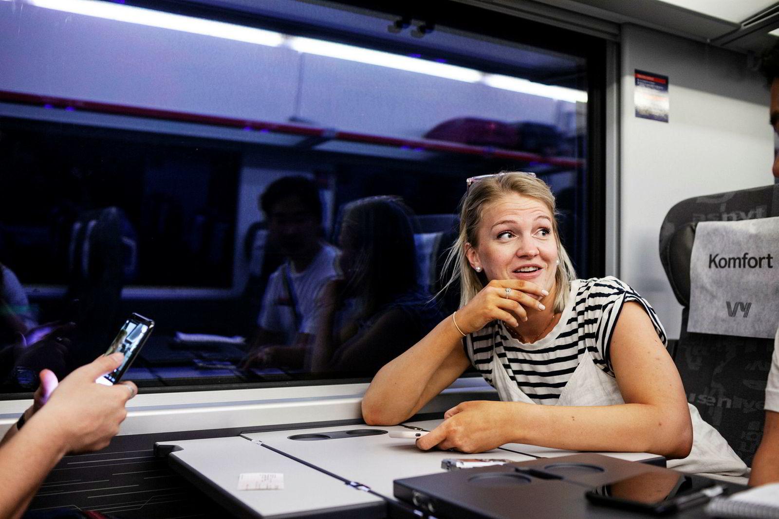 Celina Nysted (26) kjenner ikke på flyskam. Hun er hjemme på sommerferie og bor til vanlig i Australia.