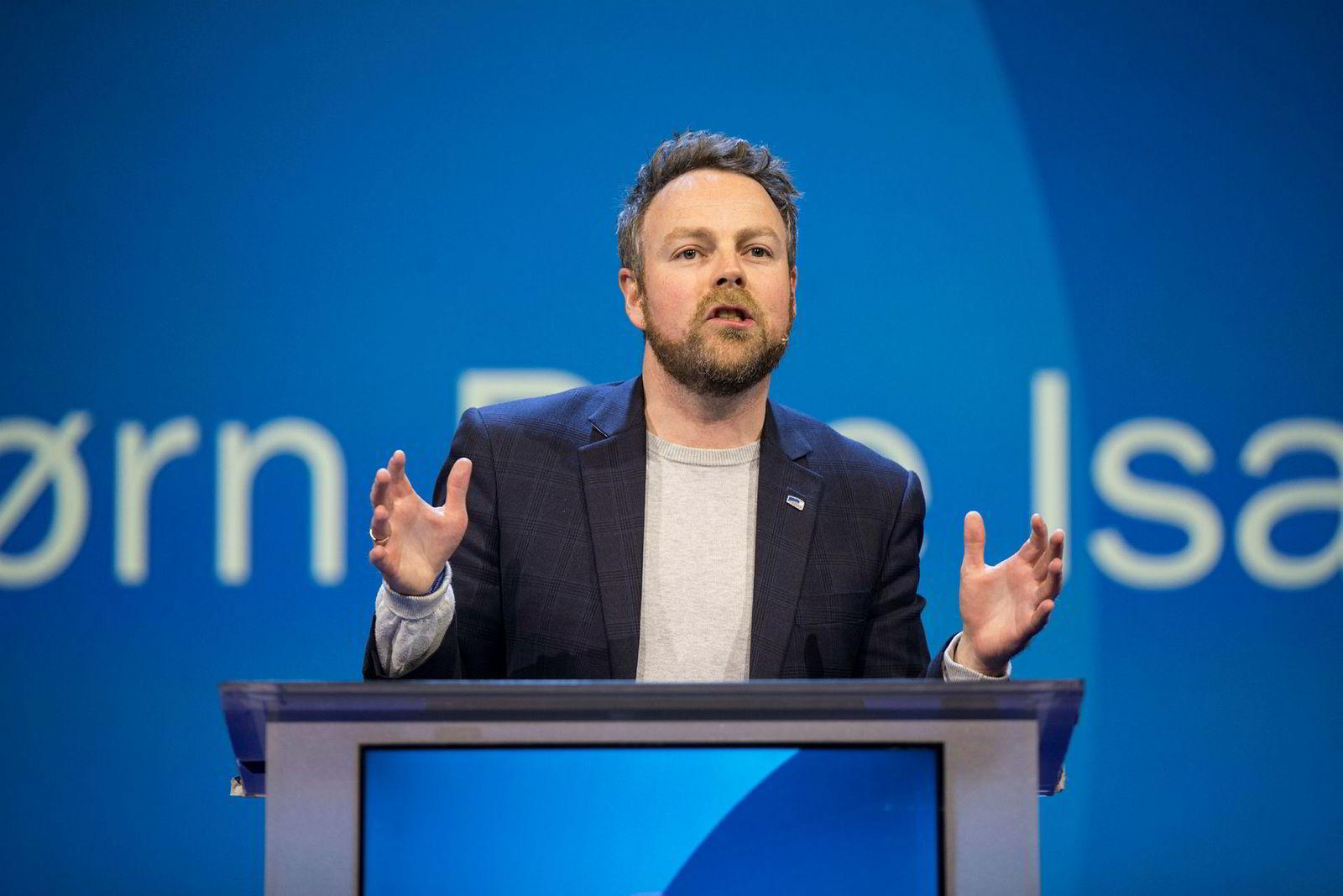 Næringsminister Torbjørn Røe Isaksen (H) på talerstolen under Høyres landsmøte.