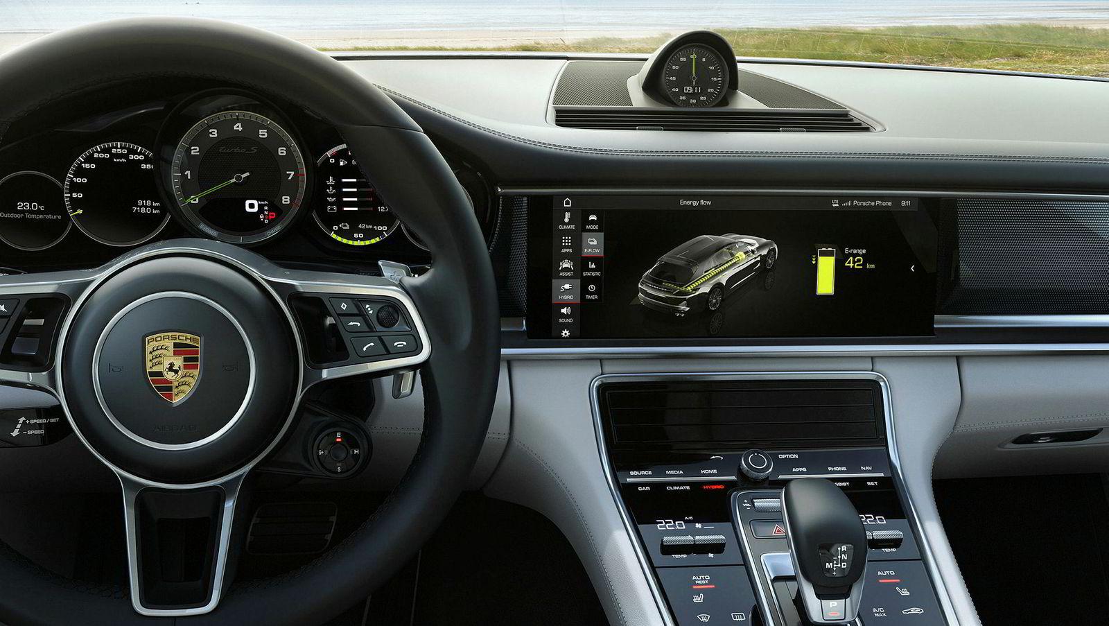 Porsche har ryddet opp i interiøret også på toppmodellen.