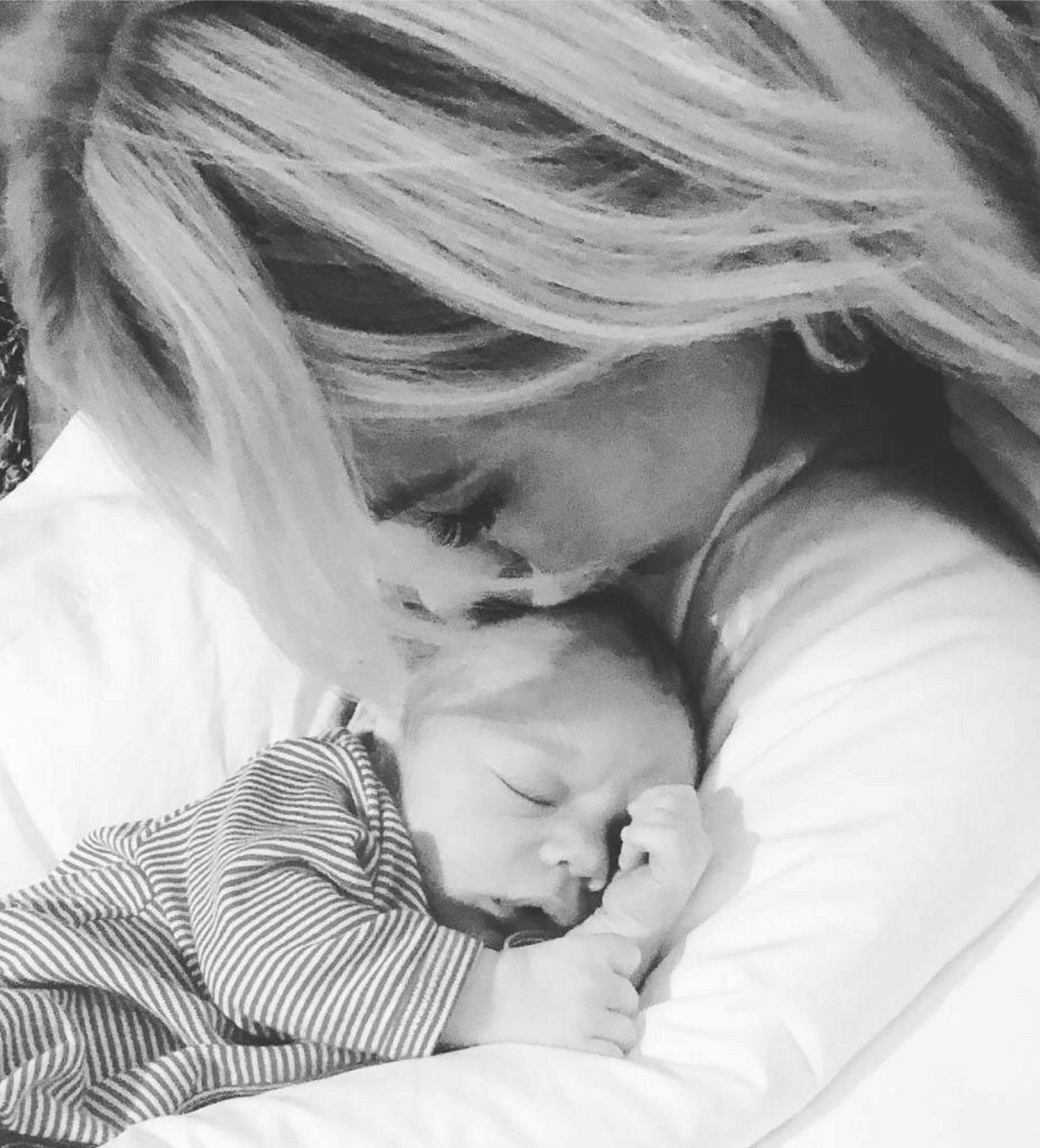 Cecilie Fredriksen med barnet sitt som skal hete John Christian Fredriksen.