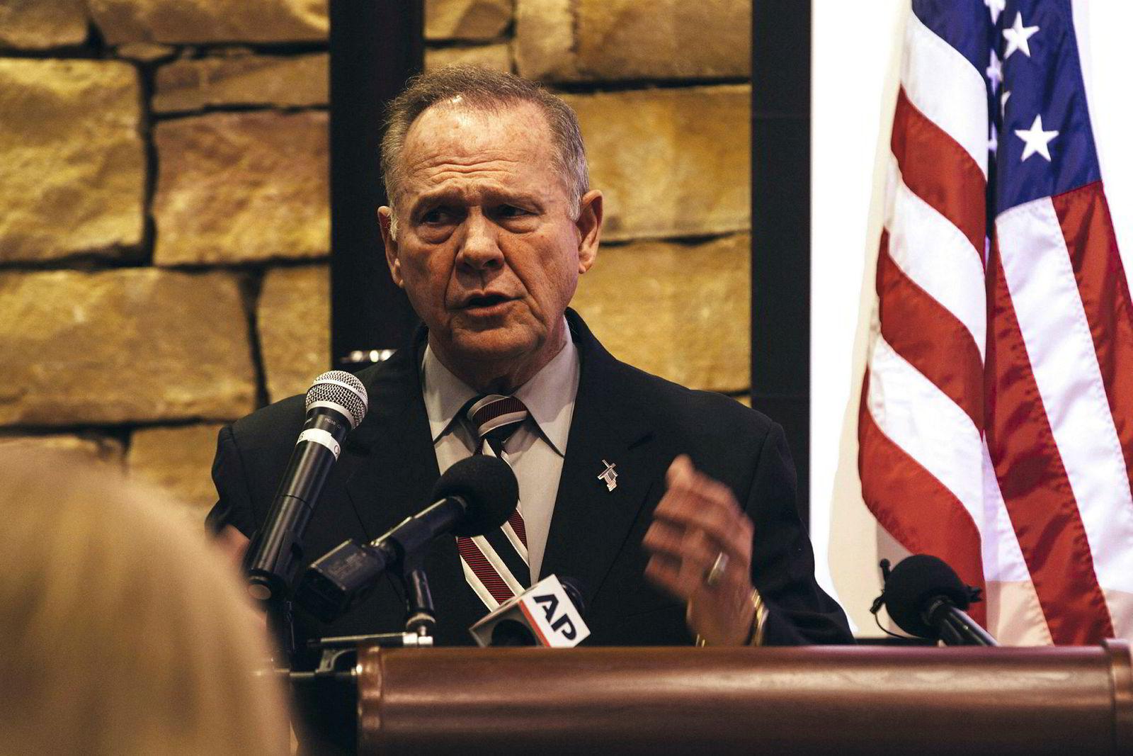 Kandidat for en plass i Senatet, Roy Moore, er i hardt vær etter stadig flere beskyldninger om overgrep mot unge kvinner.