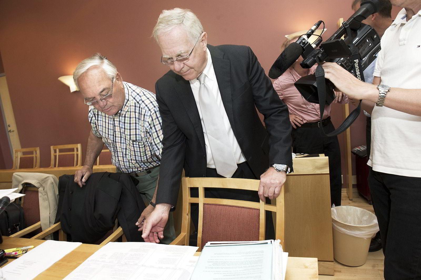 Anders J. Huuse fra Hunderfossen og Lars Espen Aukrust (t.h) fra Aukruststiftelsen under rettsakens første dag i august.