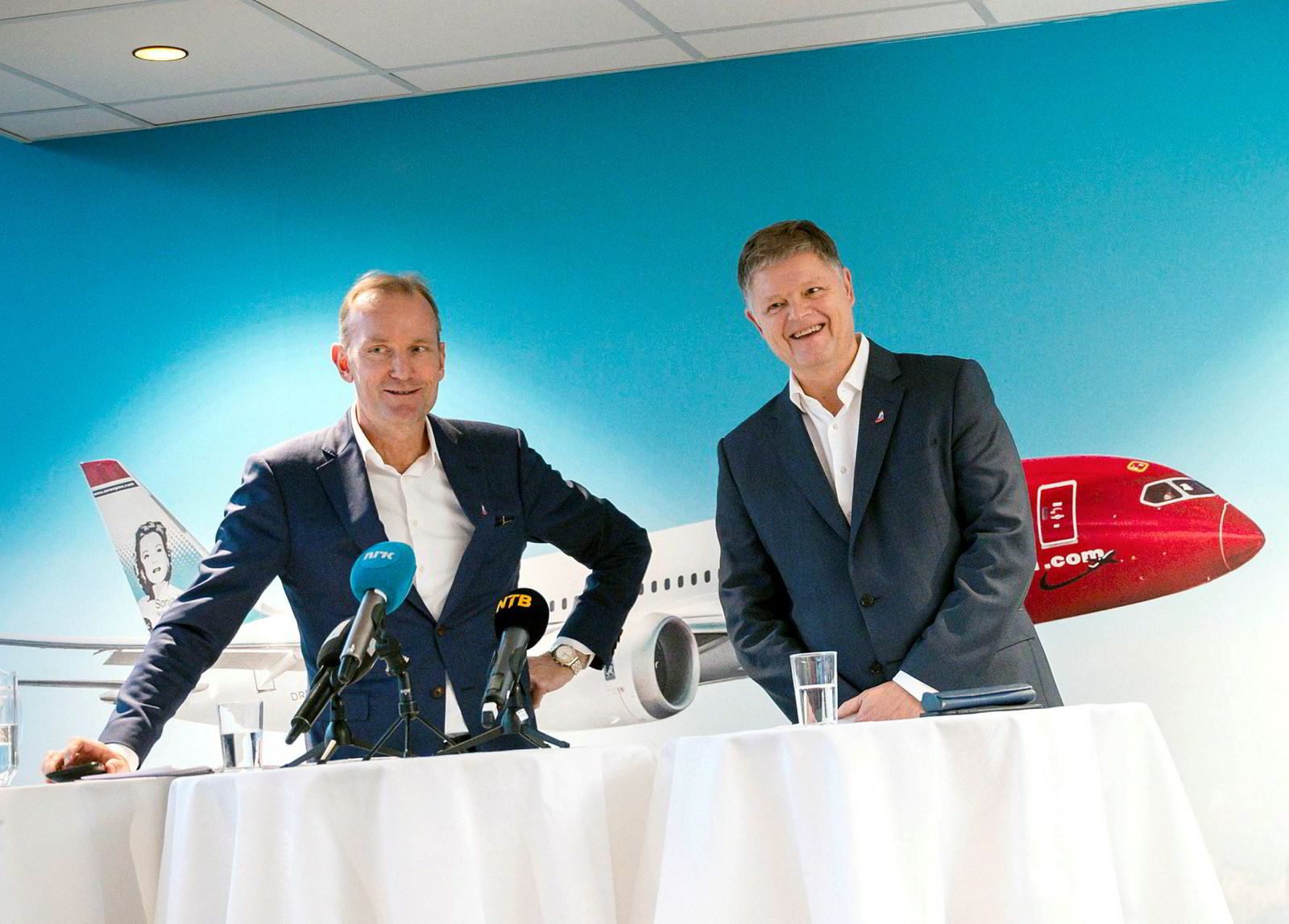 Styreleder Niels Smedegaard (tv) presenterte Jacob Schram som ny Norwegian-sjef under pressekonferanse på Fornebu.