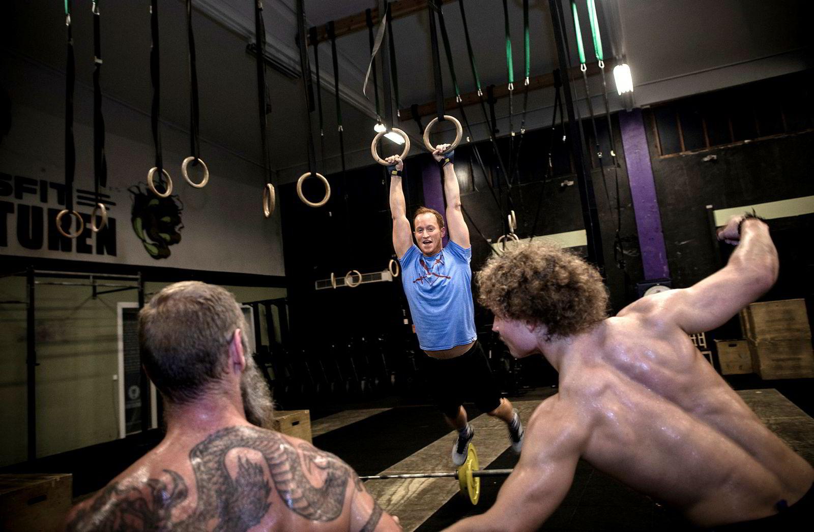 Kjetil Loka (35) trener cross fit fem ganger i uken, og er opptatt av å få i seg riktig mat. Nå vurderer han å droppe det dyre proteinpulveret.