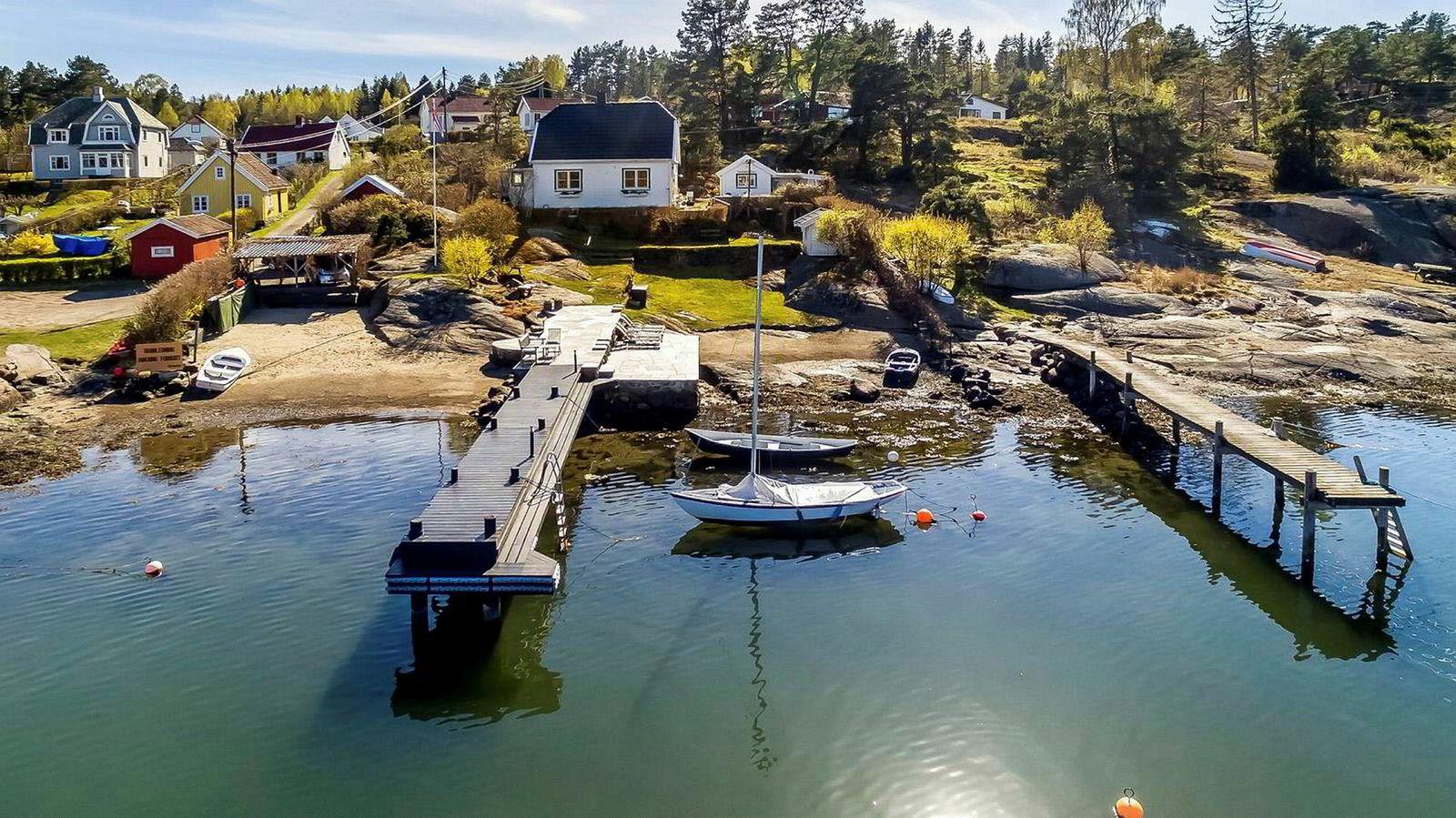 Nøtterøy-hytta på drøyt 100 kvadratmeter ble denne uken solgt 15,8 millioner kroner. Eiendommen har blant annet to sandstrender og båtbrygge.