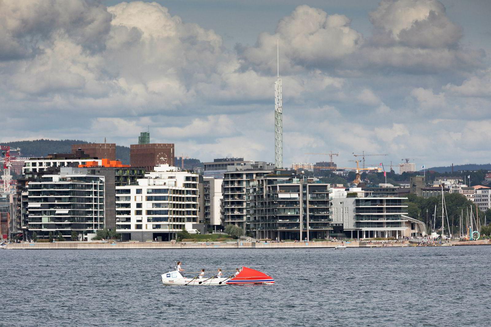 Rowegians under rotrening på Oslofjorden. Fra venstre Sophie Stabell, Hege Svendsberget, Cornelia Bull og Camilla Bull.