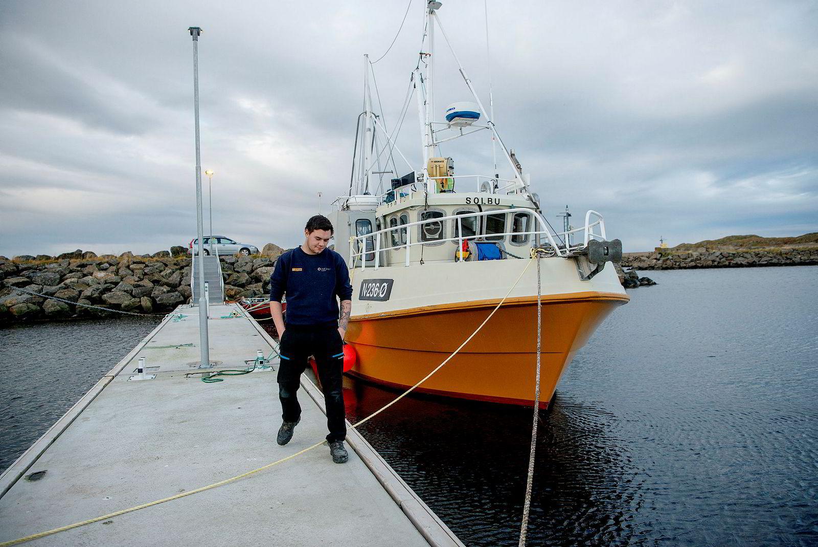 Fisker Tobias Reinholdtsen (20) ønsker å kjøpe fiskebåten Solbu i Stø havn, Vesterålen, men har ikke penger nok til å kjøpe fiskekvote.