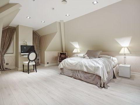 Huset har tre soverom og to bad. I tillegg finnes gjestetoaletter og egen avdeling for hushjelp. FOTO: Mats Holst