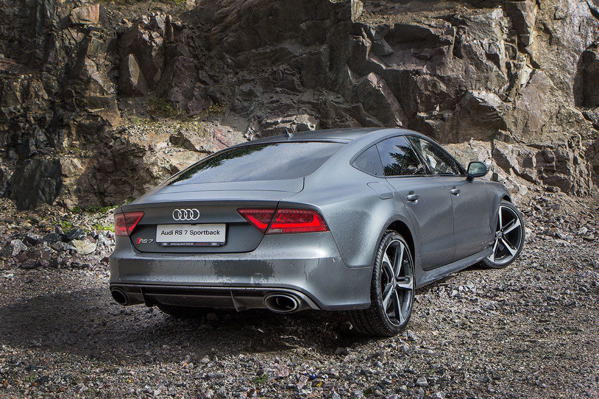 Som de andre RS-modellene, har også RS 7 firehjulsdrift. I utgangspunktet er 60 prosent fordelt på bakhjulene, men det tilpasser seg etter grepet.