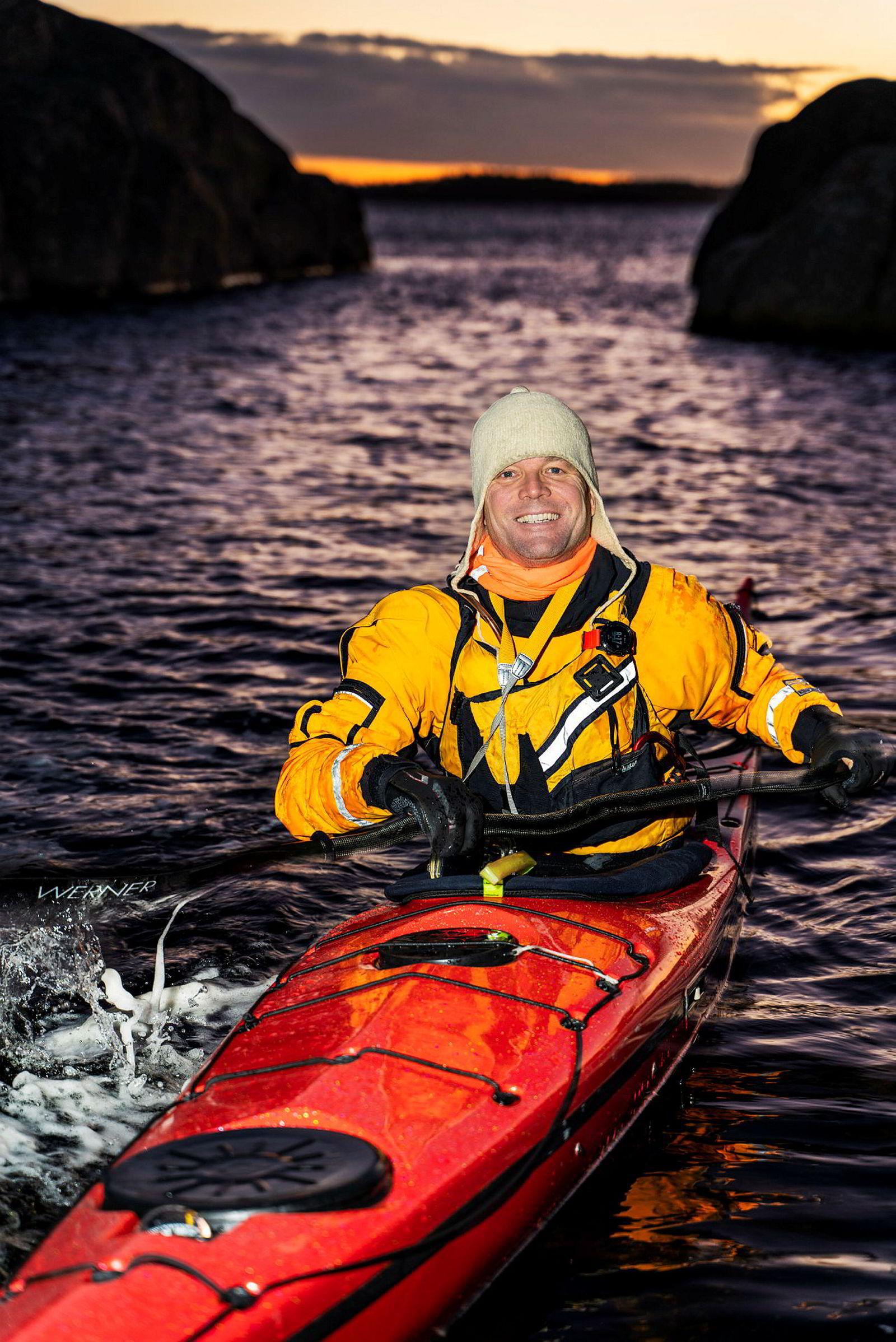 Vinterpadling krever forsiktighet, og det kan lett oppstå farlige situasjoner dersom nybegynner drar ut på vintertur. Sørg for å være godt nok kledd og utstyrt, og pass på å padle sammen med erfarne folk i starten, er Lars Verkets råd.