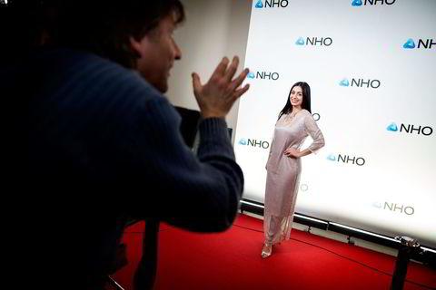 Nestleder i Arbeiderpartiet Hadia Tajik ankom torsdag kveld festmiddagen i anledning NHOs årskonferanse i Oslo Spektrum, og poserte for Se og Hørs fotograf på den røde løperen.