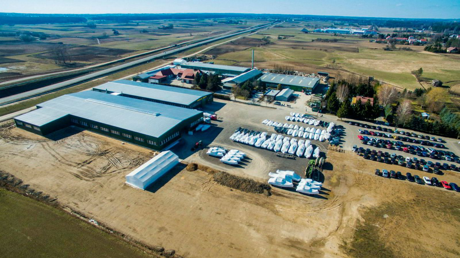 Halvparten av båtfabrikken Mirage i Polen, som produserer Nordkapp-båtene, inngår i Frydenbøs oppkjøp.