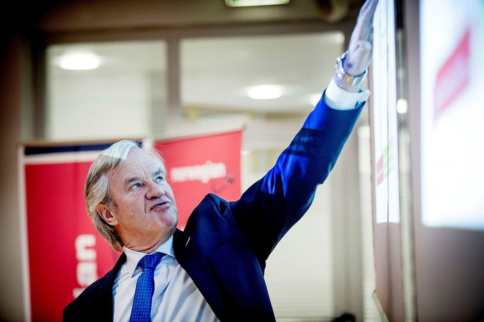 Norwegian-sjef Bjørn Kjos er tilfreds med at kraftig vekst fortsatt gir like fulle fly.