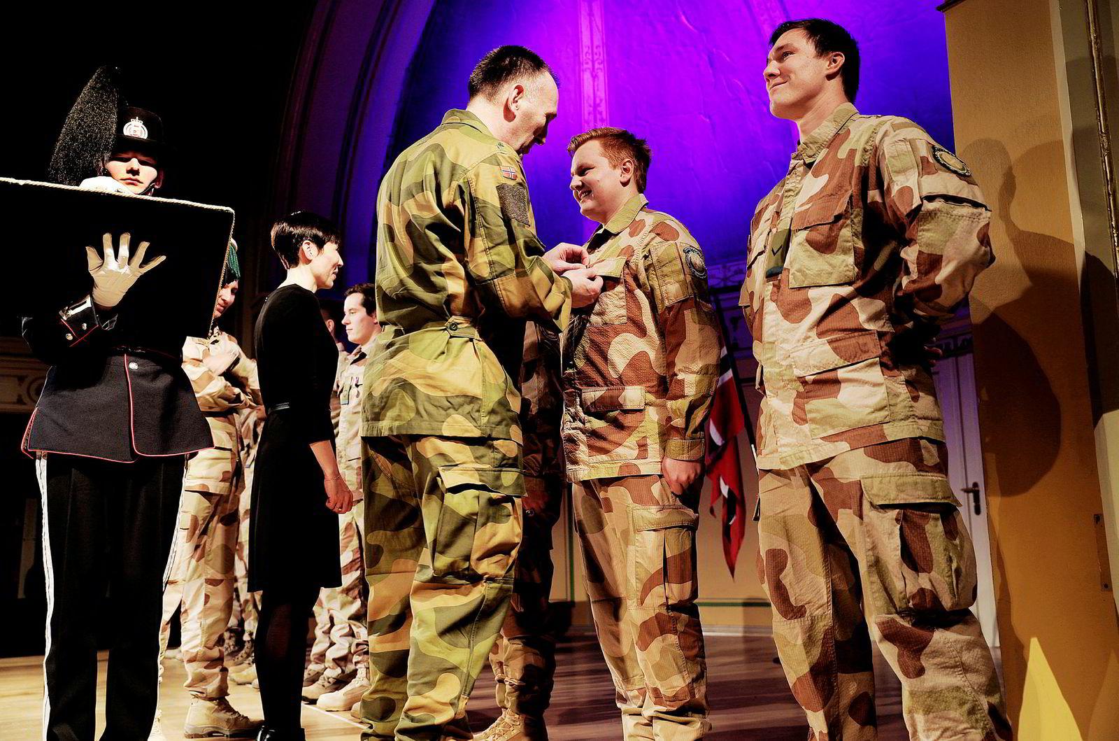 Etter å ha vært værfast i Istanbul i tre dager kom soldatene som tjenestegjorde i Irak hjem til medaljeseremoni der de fikk Forsvarets operasjonsmedalje for sin innsats.