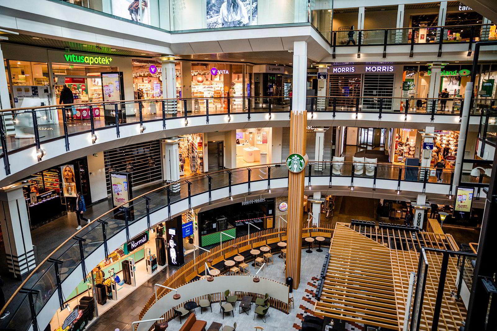 På kjøpesenteret Oslo City var flere butikker strengt store deler av mars.