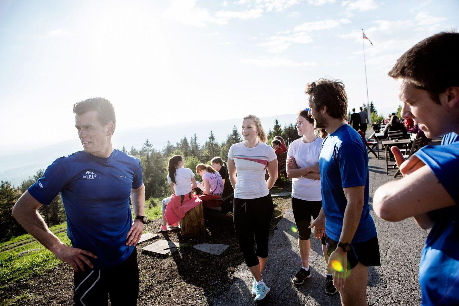 VEL OPPE. Fra venstre: Carl Edvard Sem, Tora Bettum, Ingrid Bettum, Daniel Barth og Conrad Mjørud på Grefsenkollen.