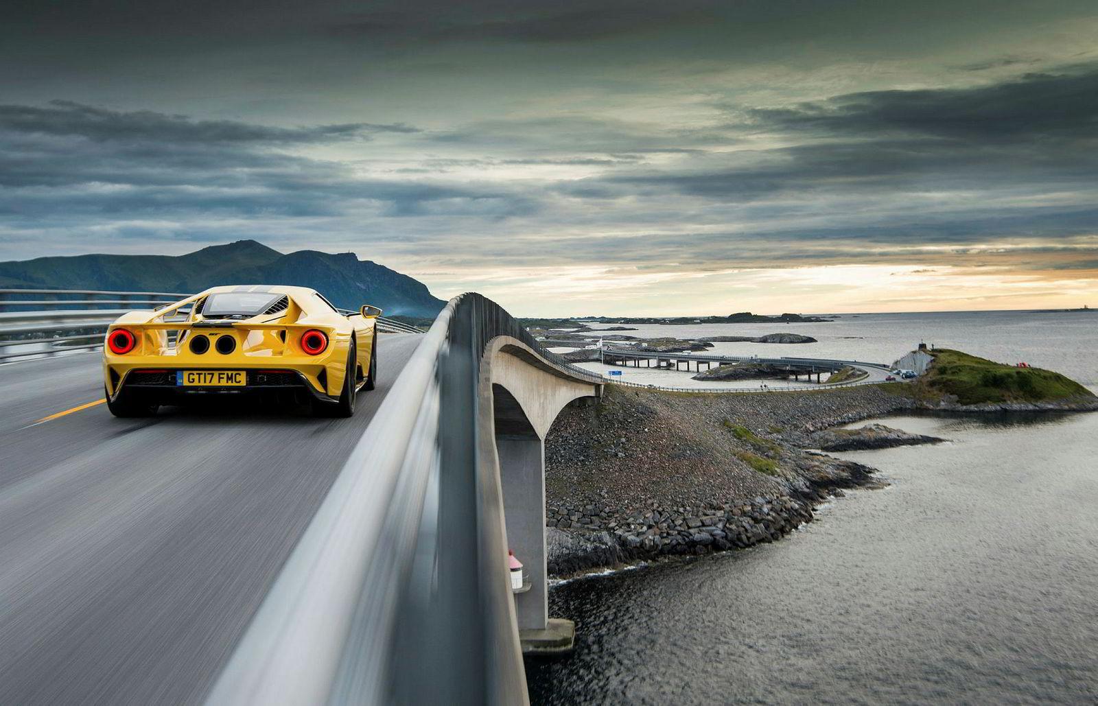 Atlanterhavsveien er ikke mer enn drøye åtte kilometer lang, og går mellom Eide og Averøy.