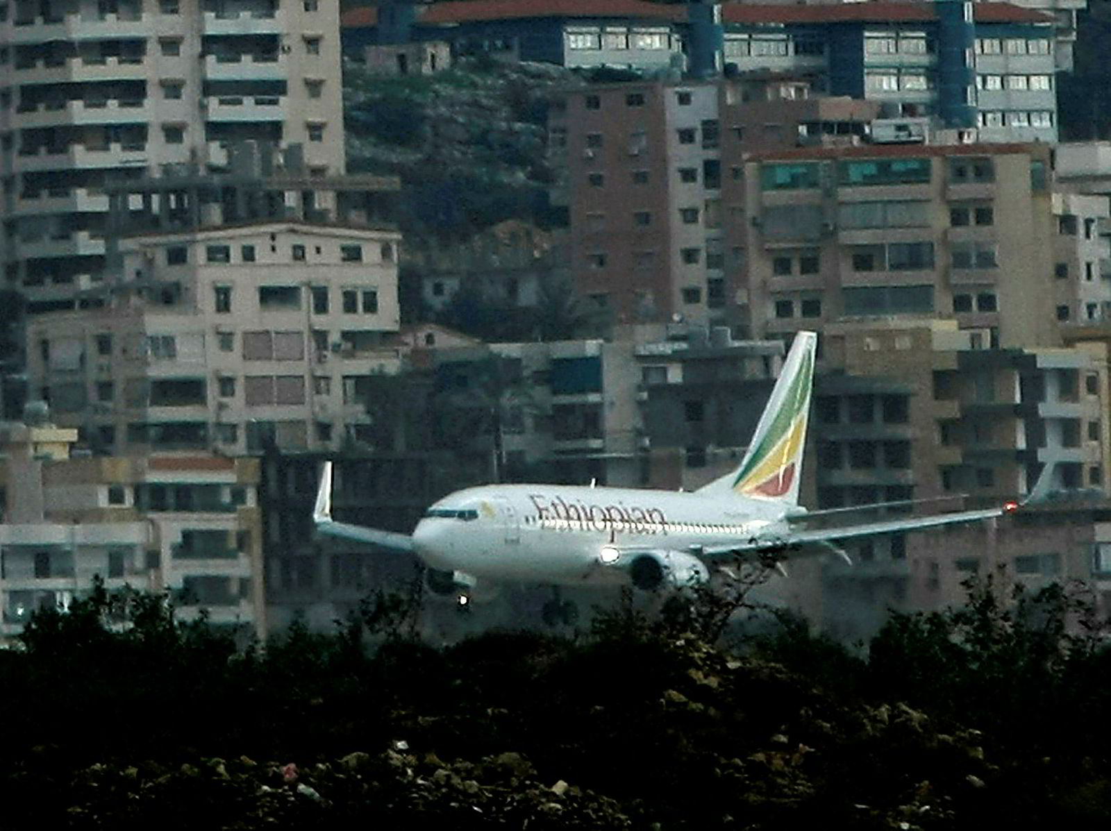 Et Boeing 737-fly fra Ethiopian Airlines under landing i Beirut. Et lignende fly styrtet søndag på vei fra Addis Abeba til Nairobi.