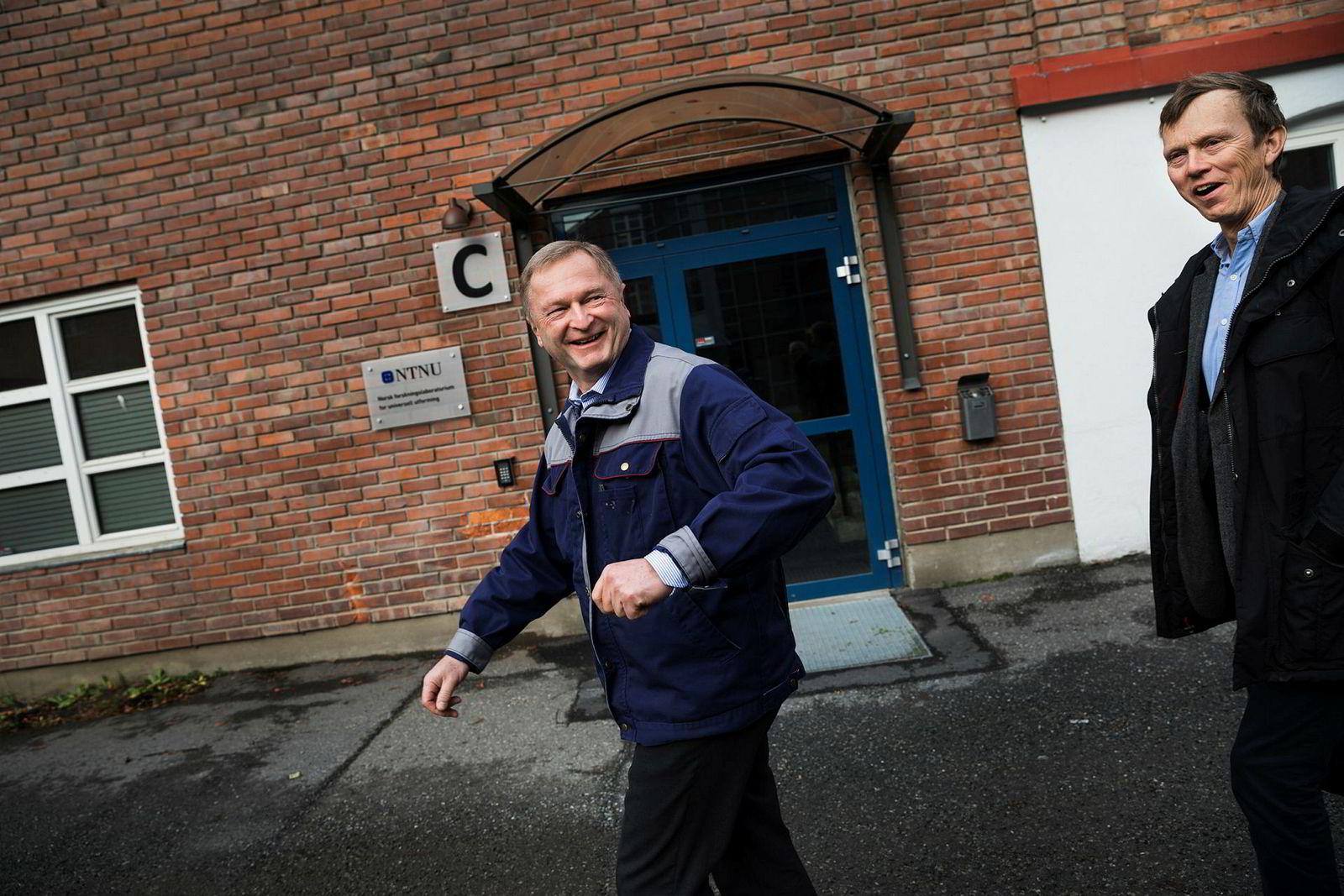 Anders Frisinger daglig leder og Hans H. Mustad. Mustad Autoline lager utstyr til line fiske flåten i det tradisjonsrike fabrikkområdet til Mustad ved Gjøvik.