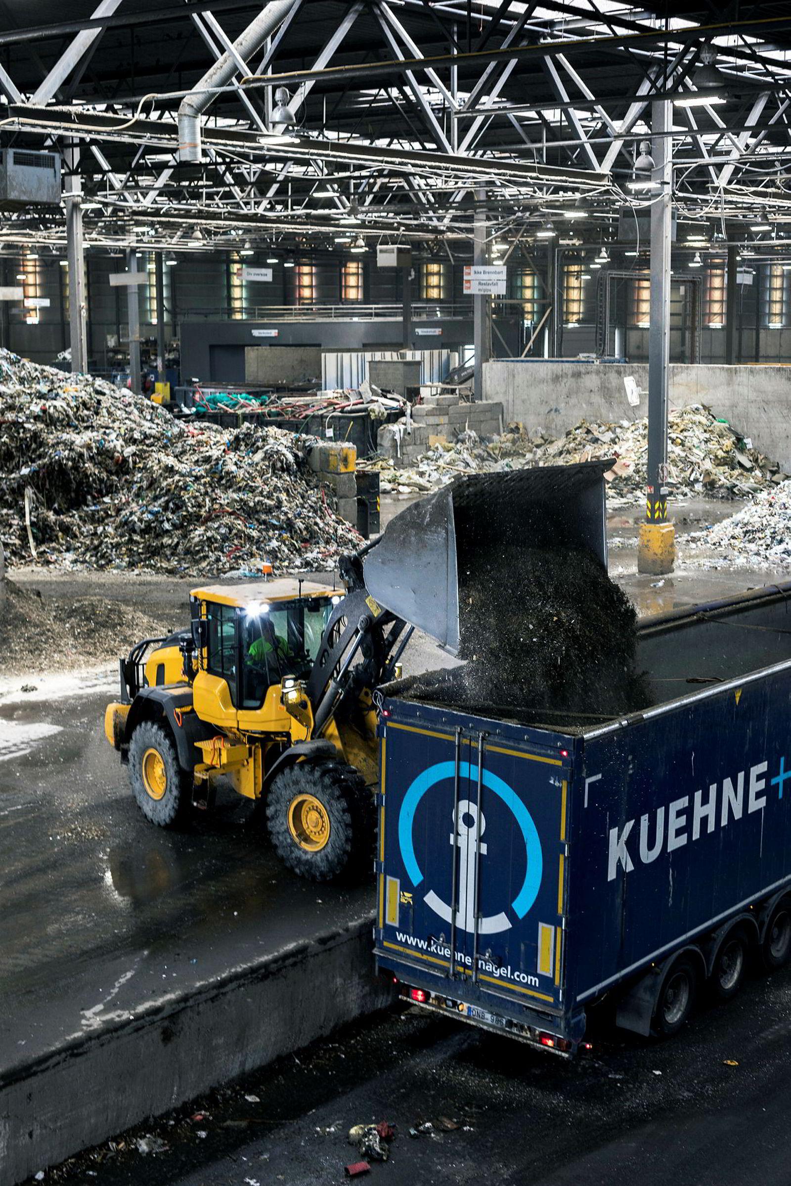 På Haraldrud utenfor Oslo har Norsk Gjenvinning et stort anlegg for avfallshåndtering. Nær halvparten av alt resirkulert papir i landet går gjennom dette anlegget.