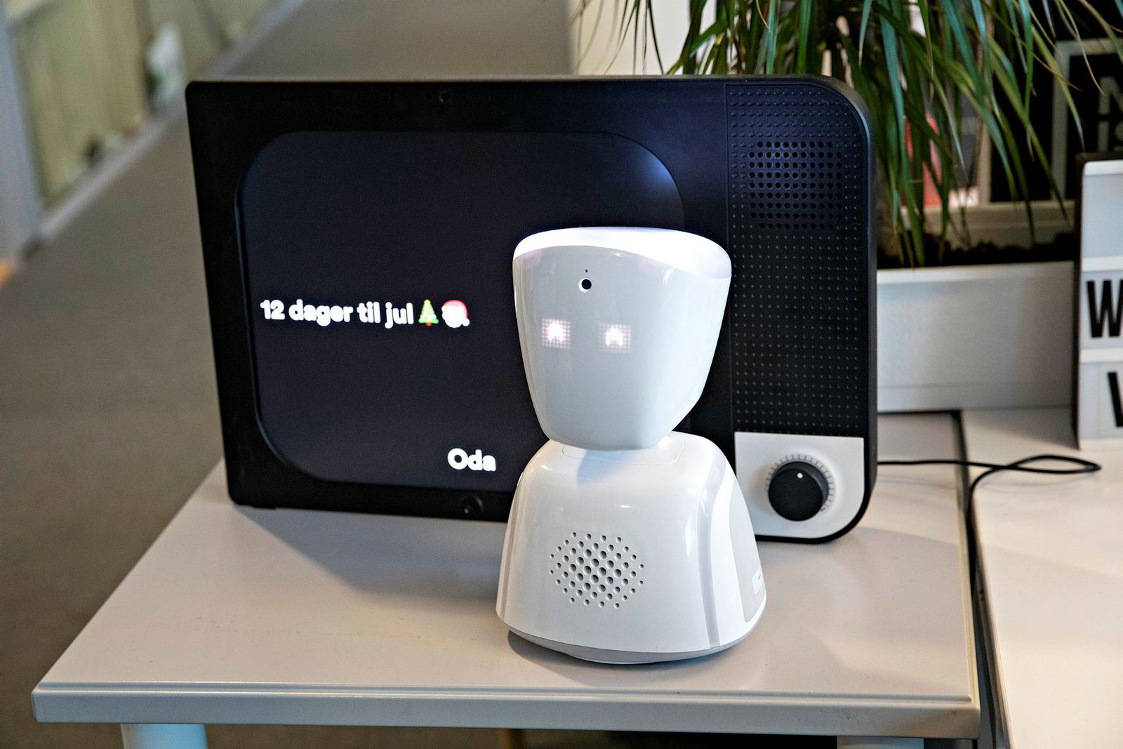 Roboten AV1 hjelper langtidssyke barn med å holde kontakten med medelever på skolen, mens skjermen Komp får seniorer på nett.