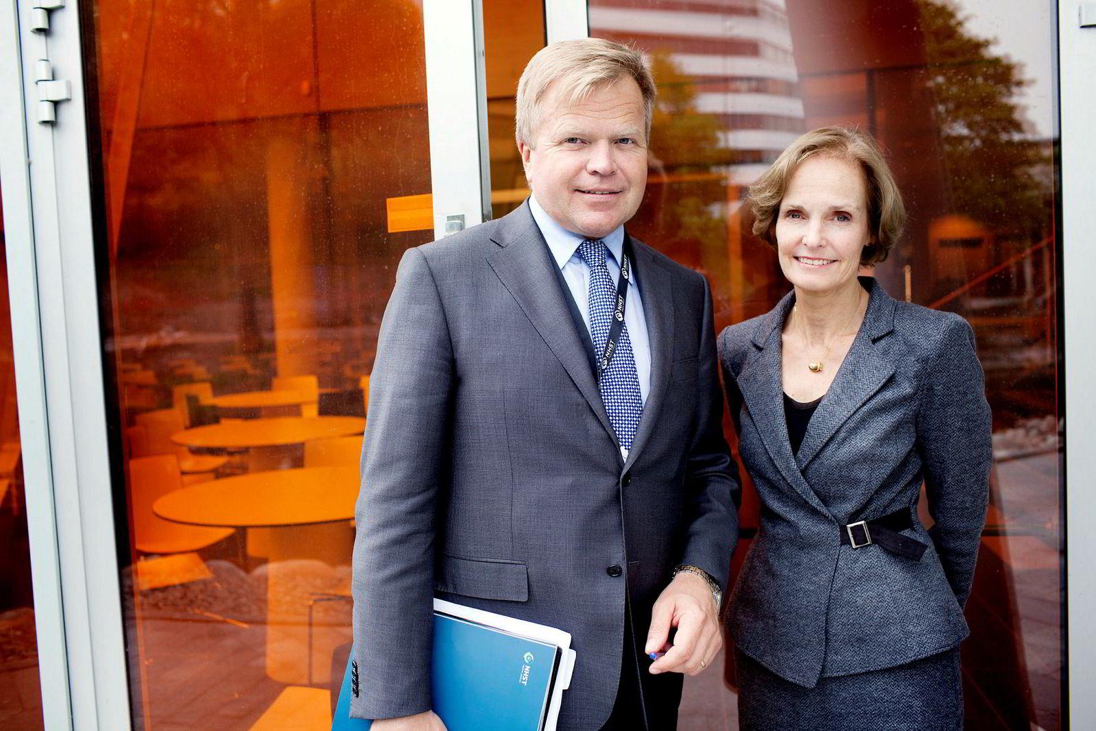 Gunnar Bjørkavåg og styret i NHST Media Group er blitt enige om at Gunnar Bjørkavåg fratrer sin stilling som konsernsjef for NHST Media Group 1. februar 2018. Her er han sammen med styreleder i NHST, Anette Olsen.