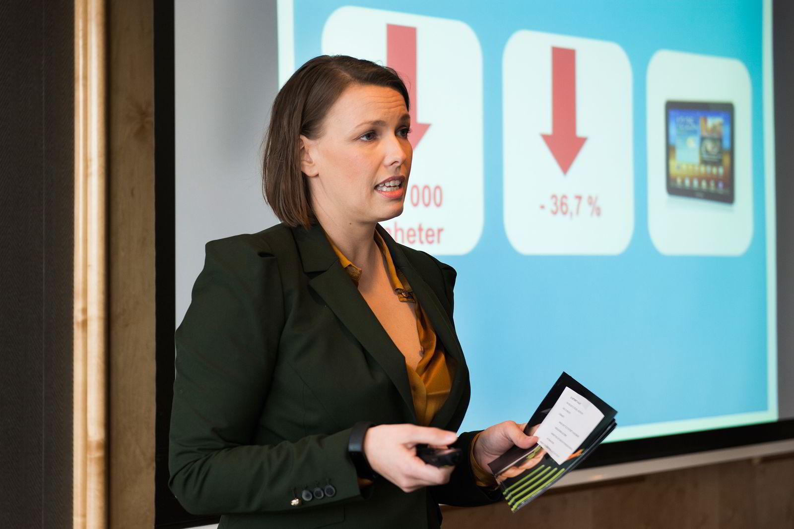 Oslo 10.02.2015: Kommunikasjonssjef i Elektronikkbransjen Marte Ottermo legger frem statistikker og salgstall for 2014. Kraftig nedgang for nettbrett.