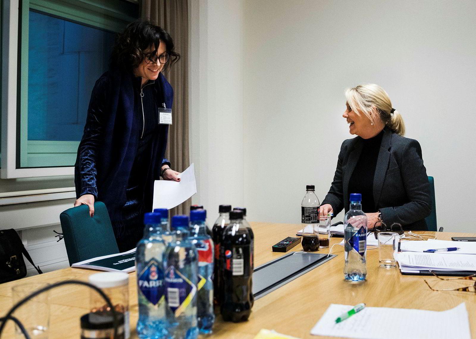 De norske bryggerigigantene fikk møte næringsminister Monica Mæland en etter en i separatmøter. Her får Johanna Ellefsen Rostad fra Ringnes valget mellom Pepsi eller Farris uten tilsetning.