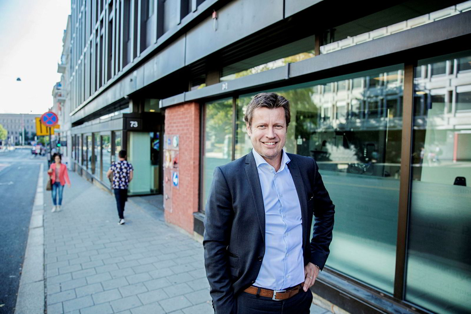 Kanaldirektør i TV 2, Trygve Rønningen, forteller at de forsøker å hjelpe seerne over på strømmetjenester – og slik bidrar til den lave seertiden selv.