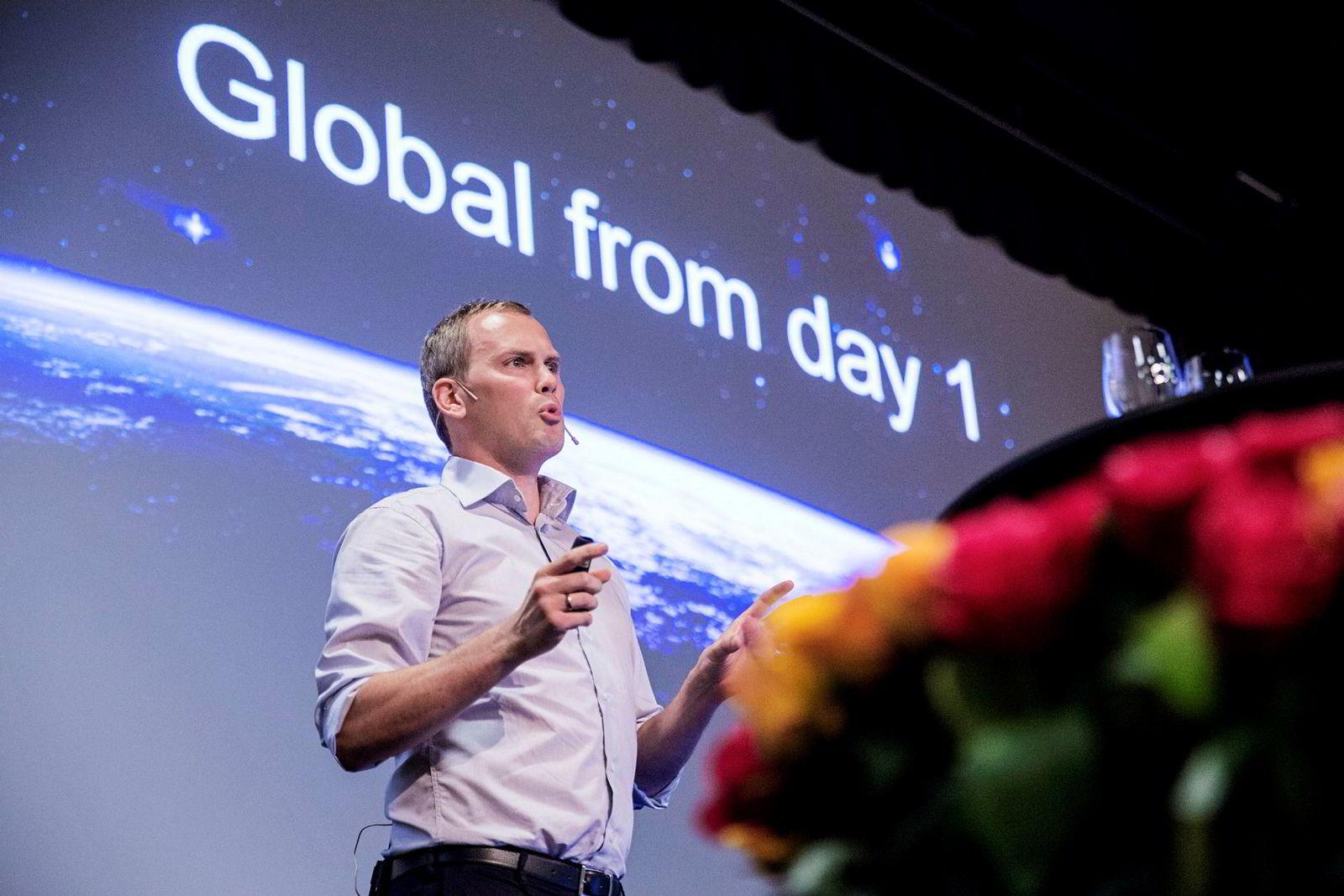 I august 2016 holdt Gelatos markedsdirektør, Christian Sæterhaug, et innlegg på Delingsøkonomikonferansen. På skjermen bak ham er anbefalingen til gründerkolleger krystallklar: «Global from day 1».