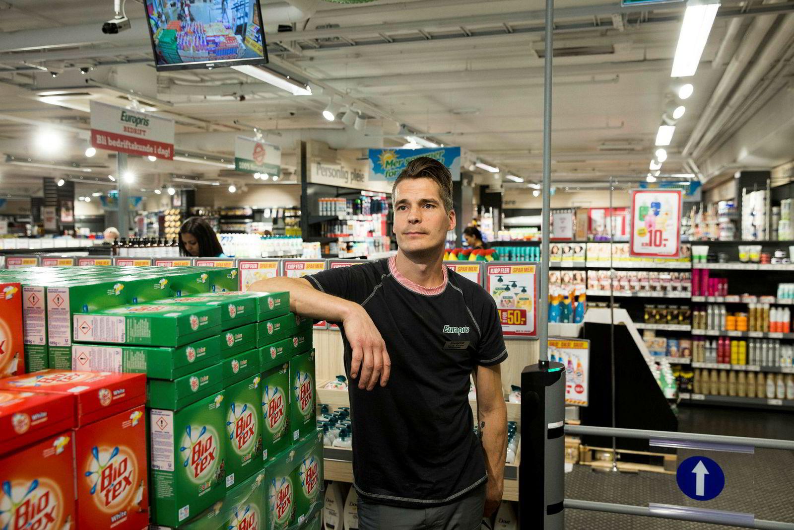 Butikksjef på Europris city på Gunerius Rune André Vålbekk opplever fulle butikker nesten hver dag.