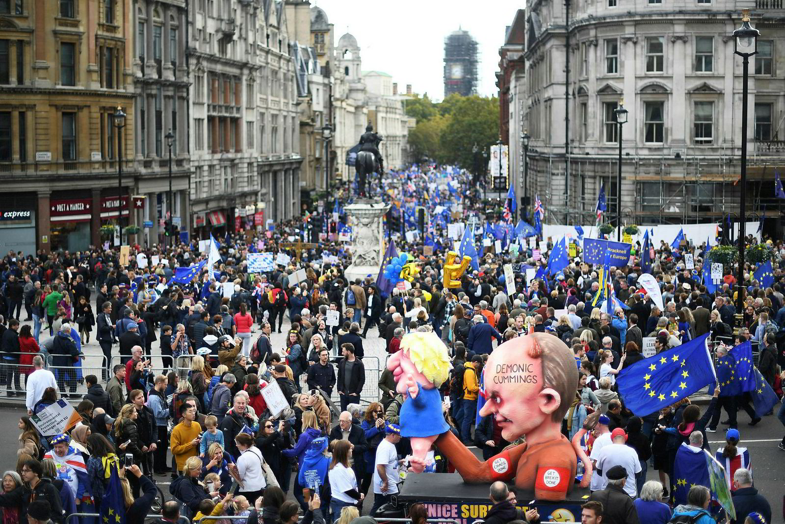Titusenvis av demonstranter marsjerte gjennom Londons gater lørdag.