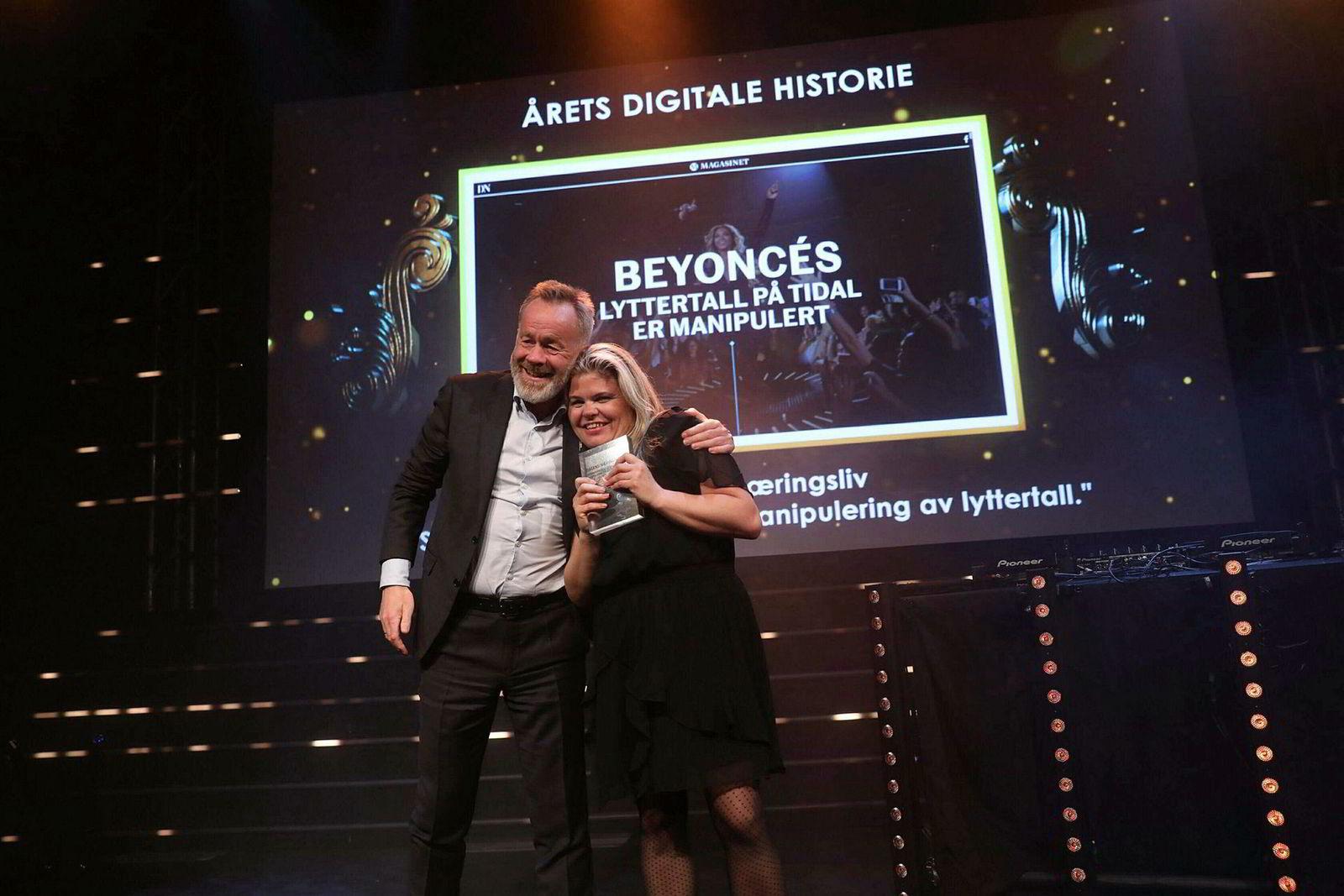 Dagens Næringsliv vant Årets digitale historie for Tidal-avsløringene. Sjefredaktør Amund Djuve og reportasjeleder Tinna Gudmundsdottir tok imot utmerkelsen.