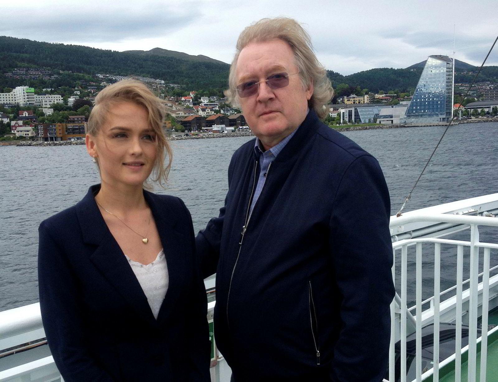Forskningsassistent Amalie Tusvik og professor Trond Bjørndal konkluderer med at landbasert oppdrett kan utgjøre en stor trussel for tradisjonell produksjon i åpne merder i sjøen.