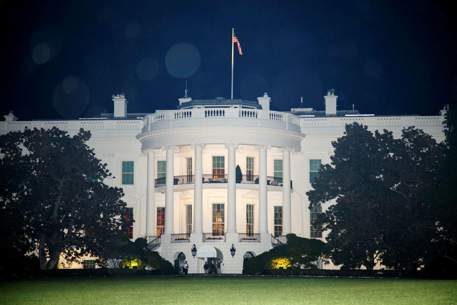 Nå erkjennes det også fra Det hvite hus at den delvis nedstengningen av statsapparatet i USA begynner å svi økonomisk.