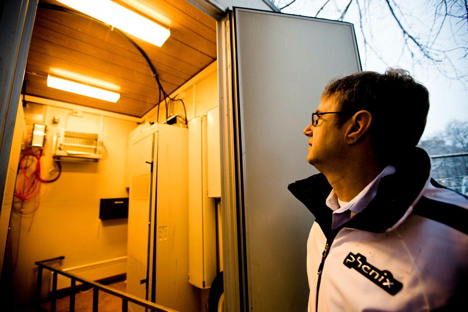 Dekningsdirektør Bjørn Amundsen i Telenor, her ved en inspeksjon i Nordmarka i 2011.