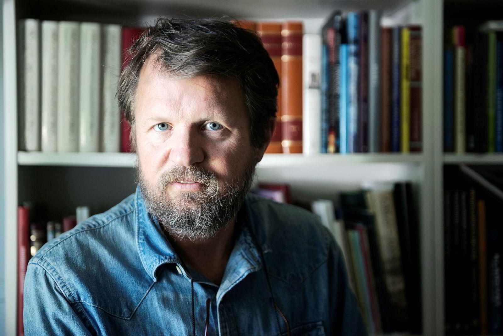Etter en rekke bestselgende utgivelser på Aschehoug, er Tom Egeland nå signert Capitana forlag. Det samme er forfattere som Jørn Lier Horst og Tom Kristensen.