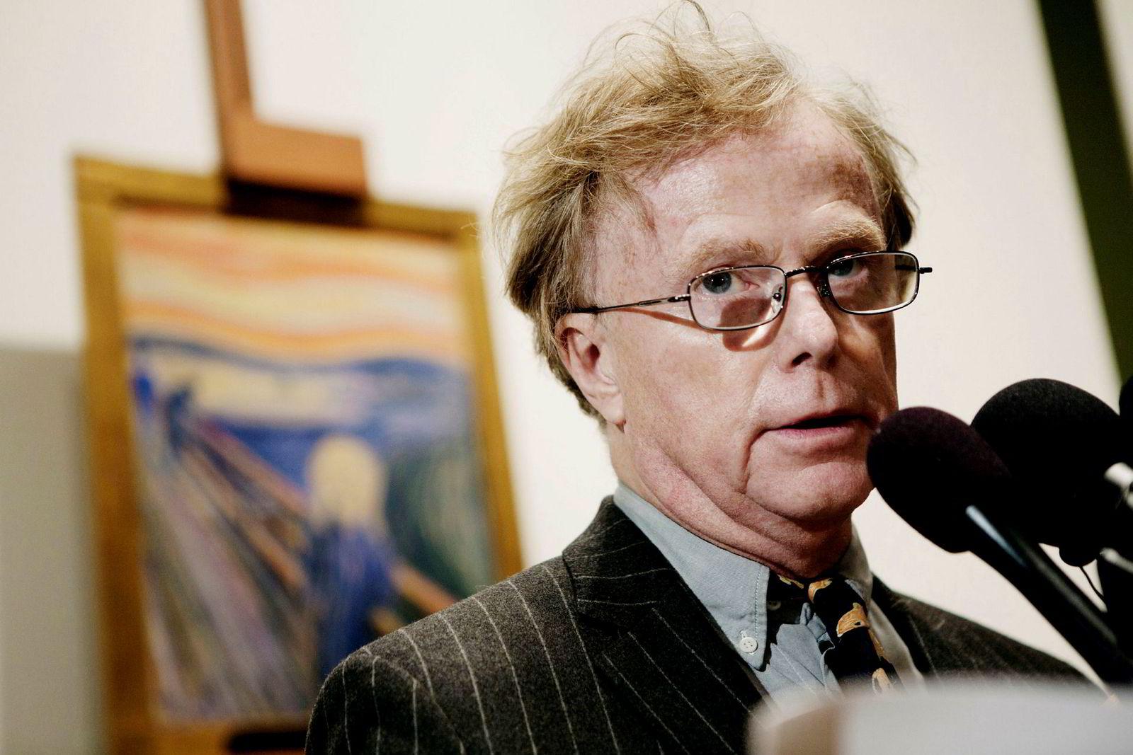 Petter Olsen avbildet i 2012 da han solgte «Skrik» hos Sotheby's i New York.