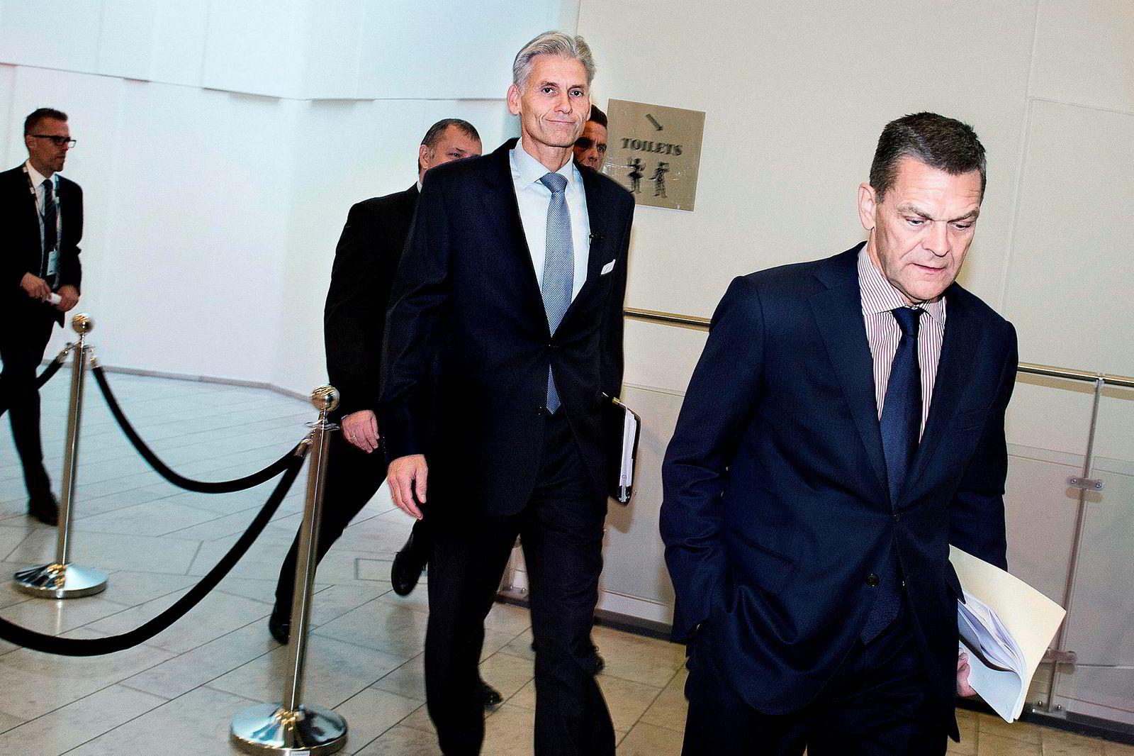 Thomas Borgen (i midten) var toppsjef i banken, men gikk av på dagen i oktober 2018 da skandalen ble kjent. Her fra en pressekonferanse i forbindelse med saken.