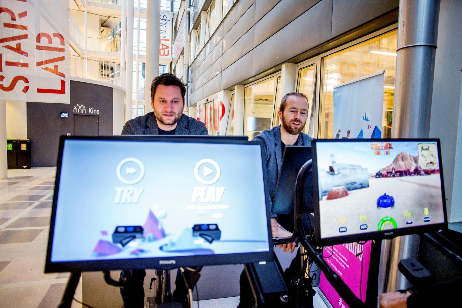 Kristoffer Hagen (t.v.) og Erling Magnus Solheim i Playpulse kombinerer spill med trening for å gjøre trening mer motiverende for dem som synes det er mest plikt.
