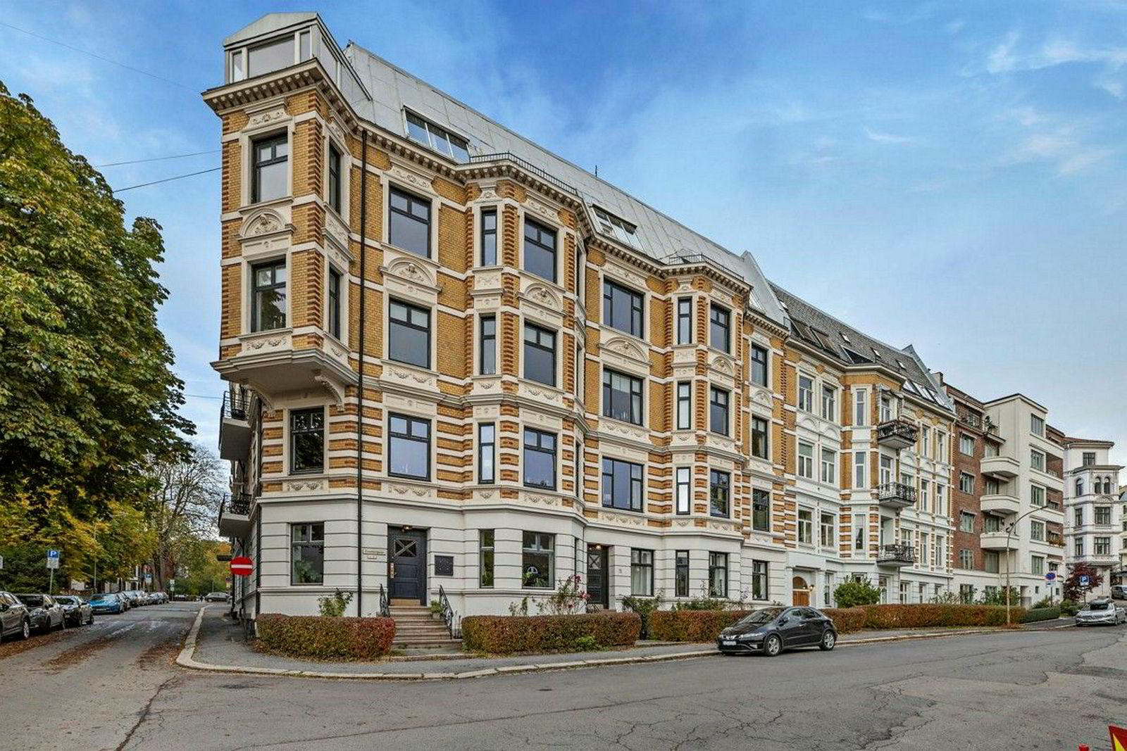Hjørneleiligheten er på 135 kvadratmeter og ligger i øverste etasje i bygården fra 1901.