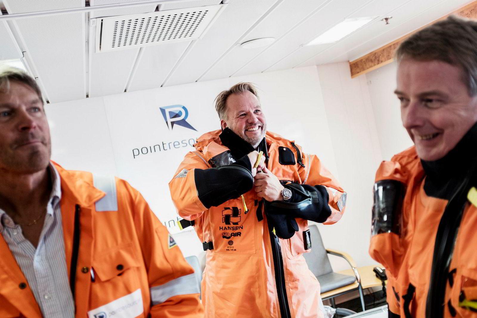 Administrerende direktør i HitecVision Ole Ertvaag, i midten, er offshore for første gang. Han besøkte Ringhorne, et av tre felt operert av Point Resources på Norsk sokkel. Olje og Energiminister Terje Søviknes til høyre, plattformsjef Jarle Rydningen, til venstre.