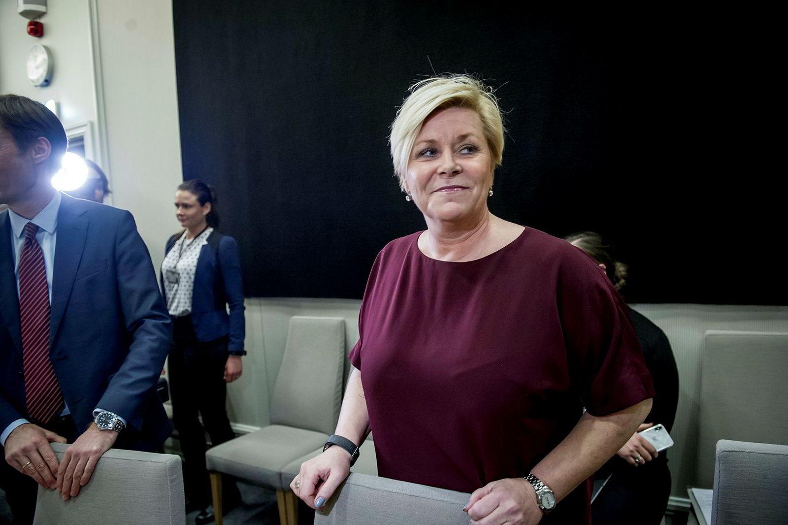 Finansminister Siv Jensen må svare på spørsmål rundt tidligere SSB-sjef Christine Meyers avgang i en stortingshøring onsdag.