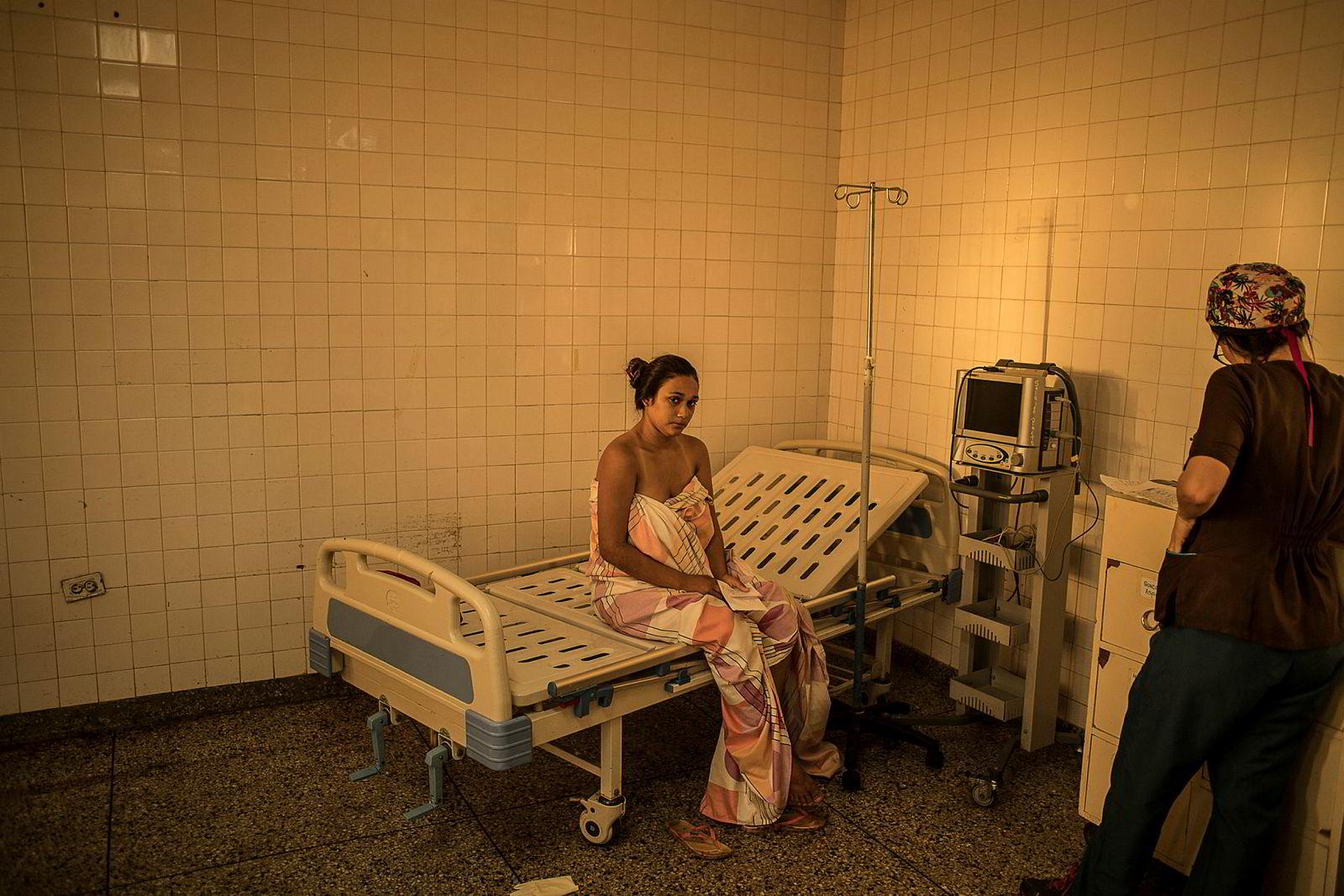 Fødeavdelingen på Ruiz y Paez sykehuset mangler vann, elektrisitet, medisiner og kirurgiske instrumenter. Antallet kvinner som dør i barsel er mangedoblet de siste årene.